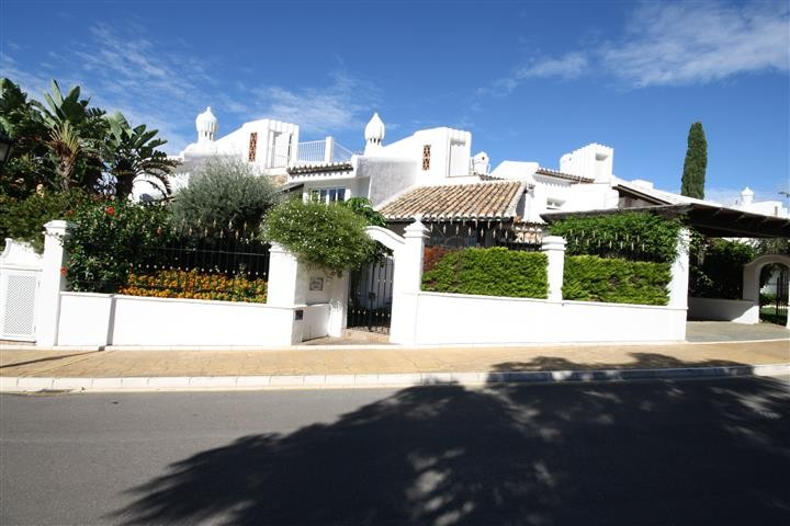 4 Bedroom Townhouse  in Bahía de Marbella