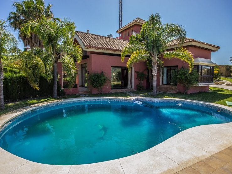 5 Bedroom Villa  in Las Chapas